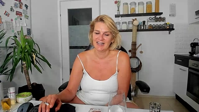 hexe40002 live cam on StripChat.com