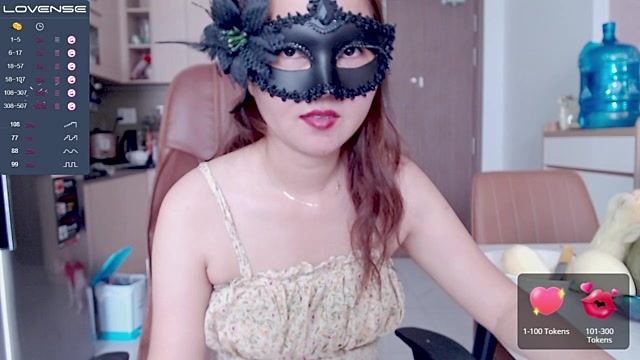 Clumsy_Girl live cam on StripChat.com